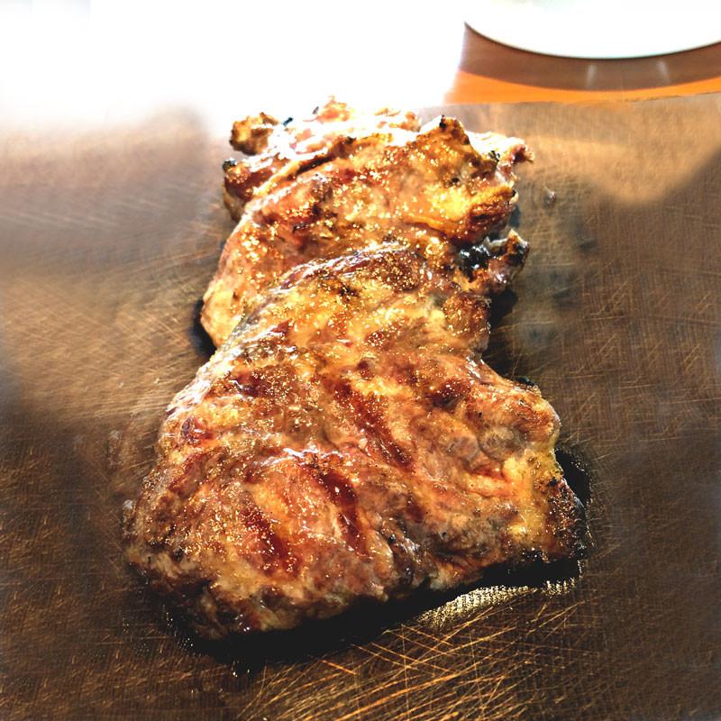 """gebratenes """"Abanico"""" Rippenfleisch ohne Knochen vom Ibérico Schwein"""