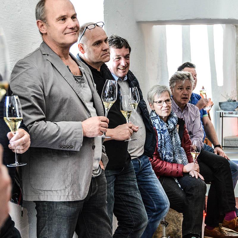 Interessierte Gäste beim Schlachtfest mit Wolfgang Müller bei Lucki Maurer