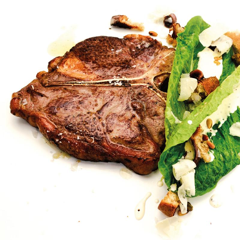 Porterhouse Steak mit Caesar Salad