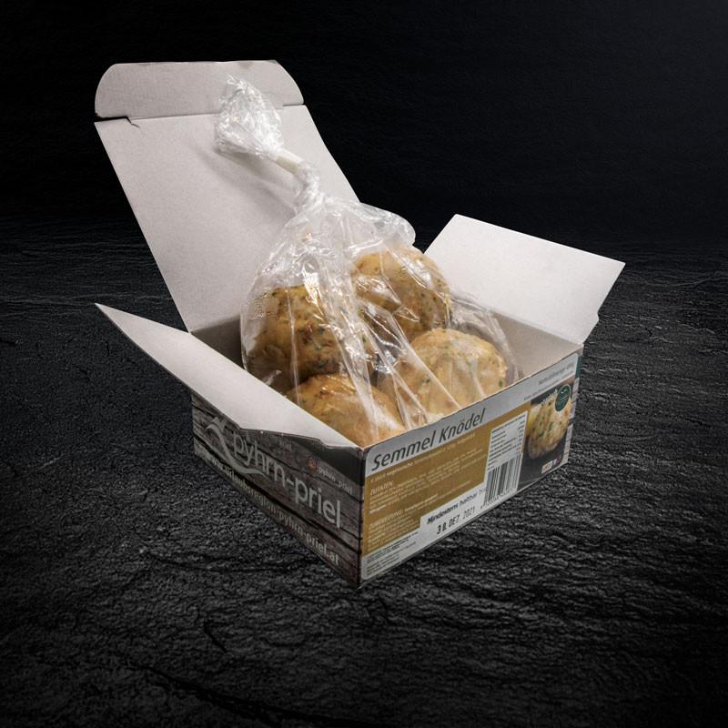 Semmelknödel im Verpackungskarton